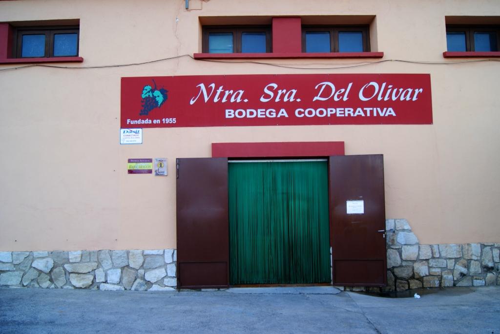 Bodega-cooperativa-de lecera-puerta- principal